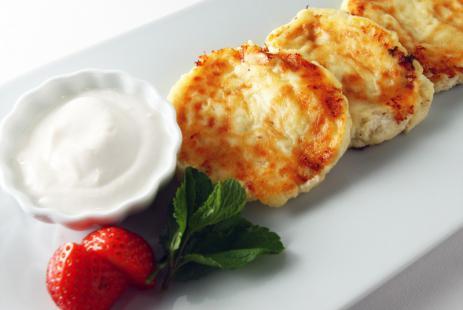 Классические сырники из творога на сковороде, лучшие рецепты
