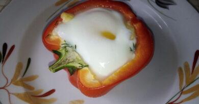 Яичница в болгарском перце — быстрый и полезный завтрак